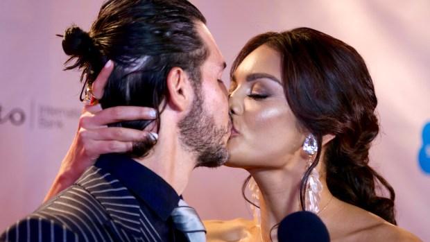 Zuleyka Rivera derrama pura pasión con su novio en alfombra roja