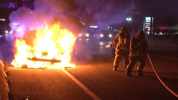 [TLMD - Houston] Bomberos en acción: así apagan incendio de auto en la I-45