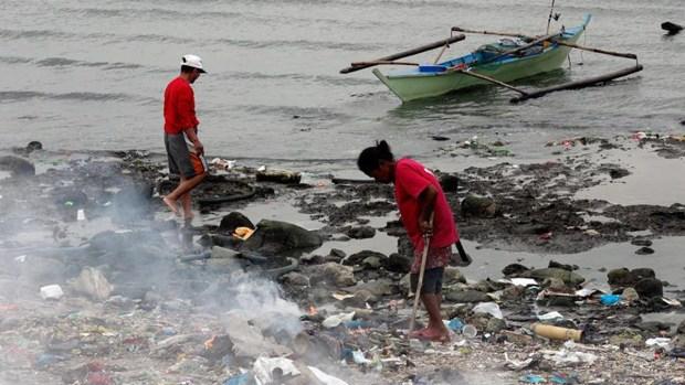 Miles viven en un mar de basura y contaminación