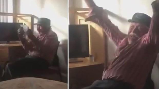 [TLMD - NATL] Emotivo video: abuelito recibe la ciudadanía tras 19 años en EEUU