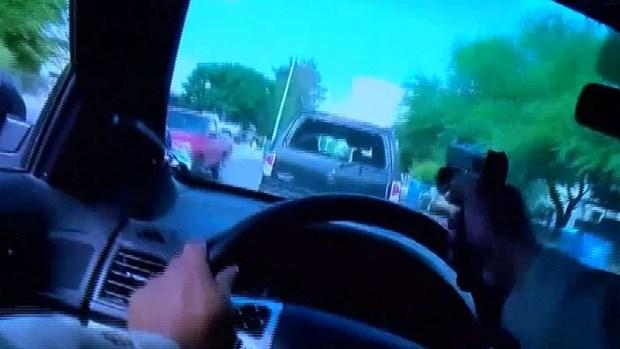 Policía dispara a través de su parabrisas