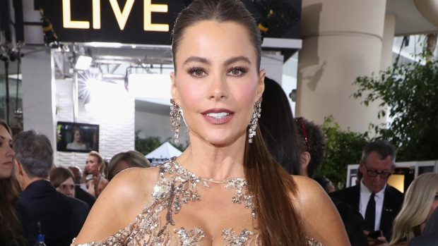 Sofía Vergara impacta con sexy vestido en Golden Globes