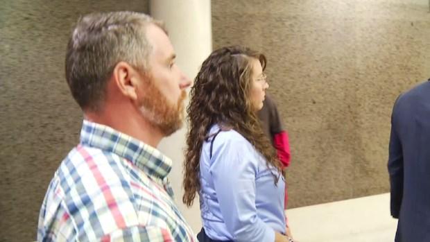 Fijan fecha de juicio a exoficial acusada de matar a hispano