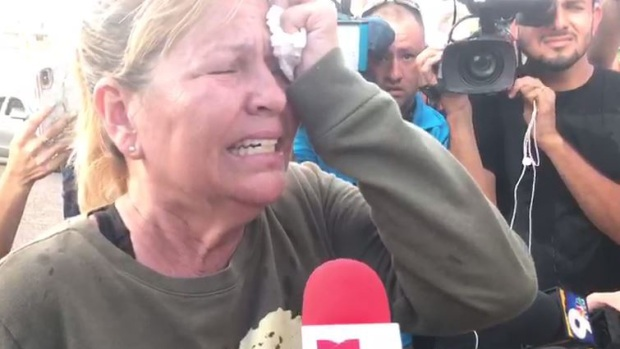 Busca desesperadamente a su madre tras tiroteo mortal