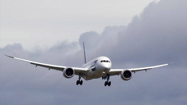 Video: Niño viaja en avión solo y sin boleto