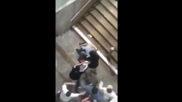 Video: Brutal batalla entre hinchas de fútbol
