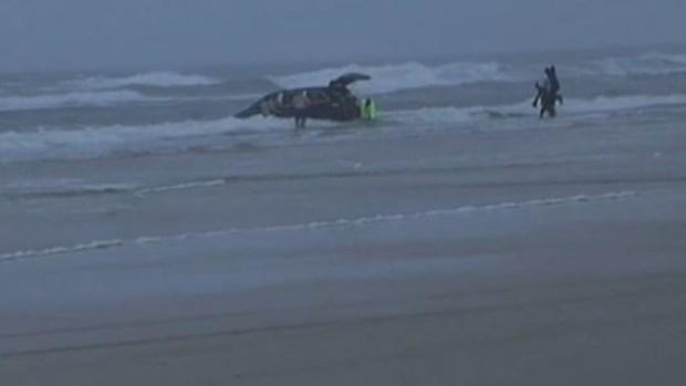 Video: Madre lanza auto al mar, con sus 3 hijos