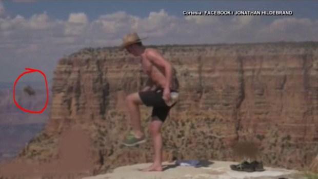 Video: Hombre patea a ardilla y la lanza al vacío