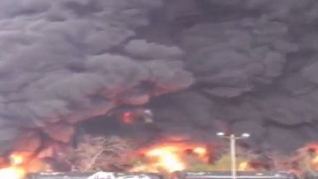 Video: Accidente de tren desata gran incendio