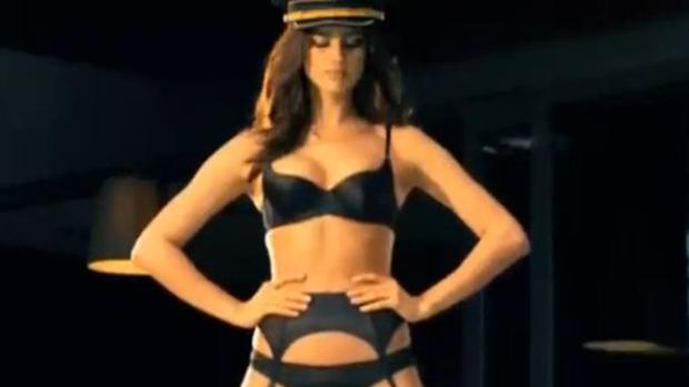 Video: Irina Shayk, en caliente comercial
