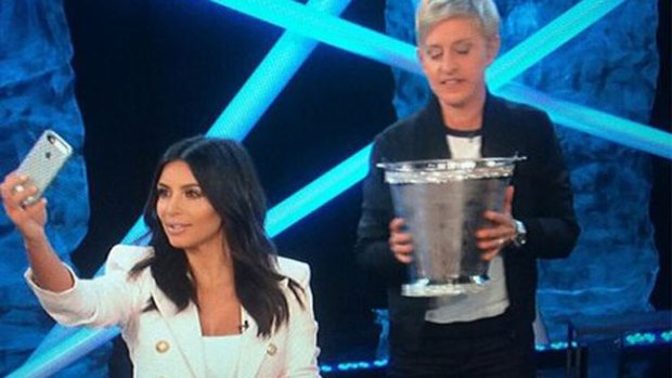 Galería: ¡Kim Kardashian hace el reto enjoyada!