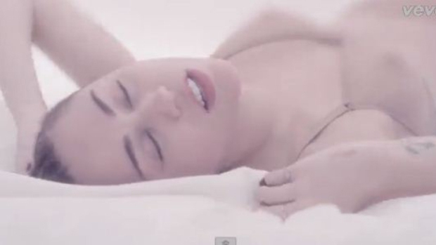 Video: Miley Cyrus: ardiente en su nuevo video