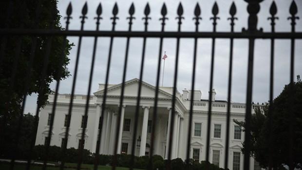 Video: Casa Blanca: Vuelven a saltarse la valla
