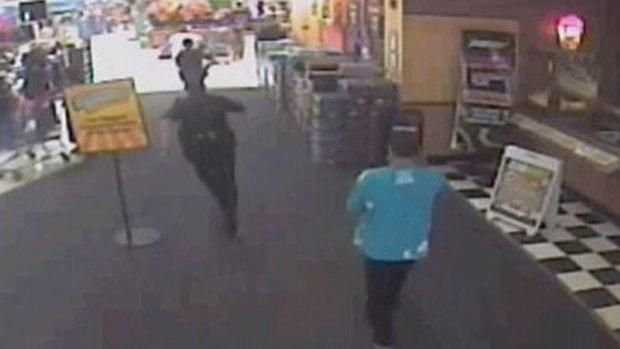 Video: Apaleado por intentar robar a policía