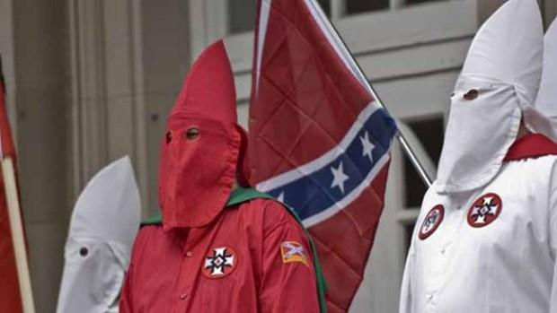 Aumentan en 20% grupos racistas en Texas: estudio