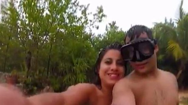 """Video: Un rayo interrumpe romántico """"selfie"""""""