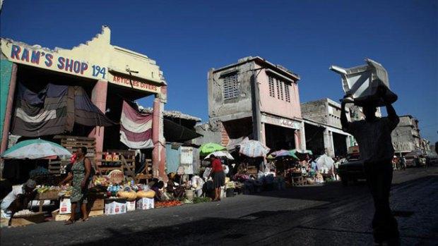 Abren los colegios electorales en Haití para elecciones