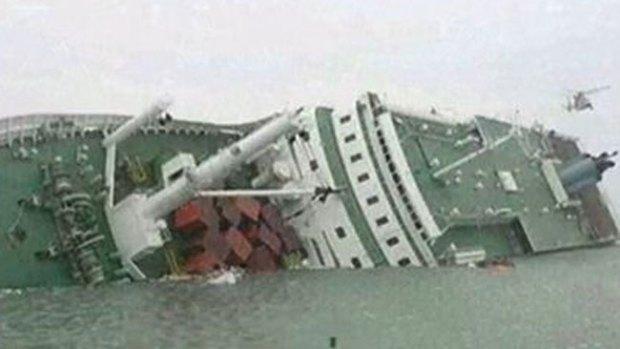 Video: 300 desaparecidos tras hundirse nave