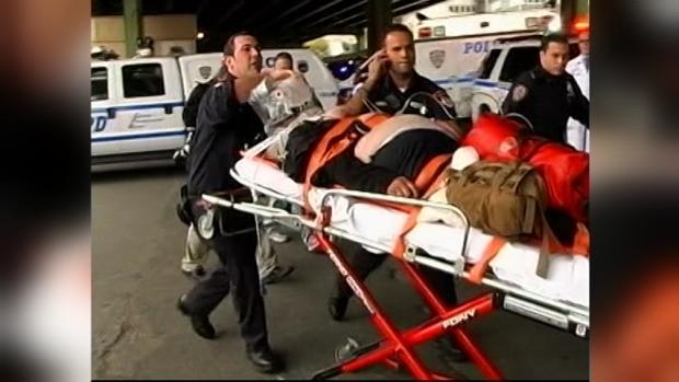 FOTOS: Cinco pasajeros muertos al caer helicóptero en East River