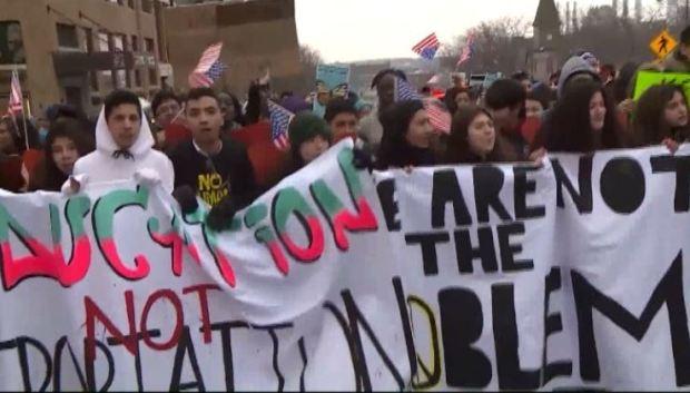"""""""Día Sin Latinos"""": miles de hispanos salen a las calles"""