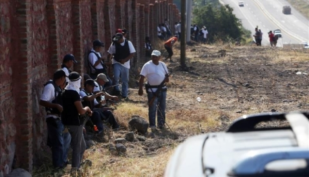 Video: Autodefensas ingresan a Apatzingán