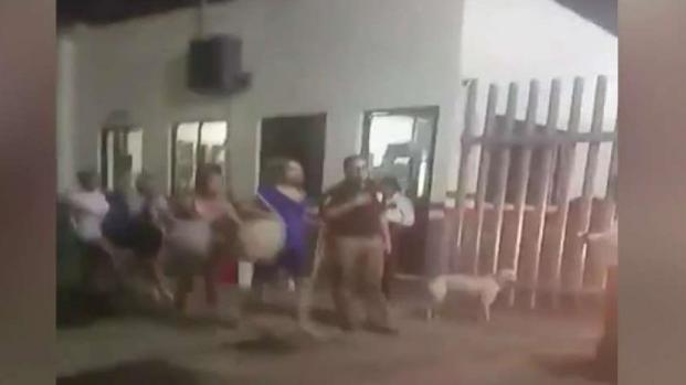 [TLMD - MIA] Video: Miles de migrantes cubanos escapan de agentes migratorios en Tapachula