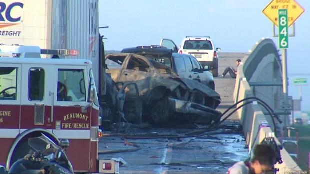 Violento choque crea infierno y deja tres muertos en Texas