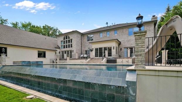 Leyenda de la NBA rebaja el precio de su impresionante mansión