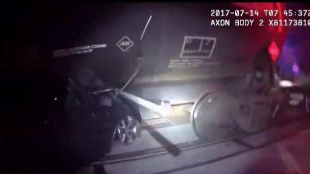 [TLMD - Houston] Dramático rescate: dos personas se estrellan contra un tren