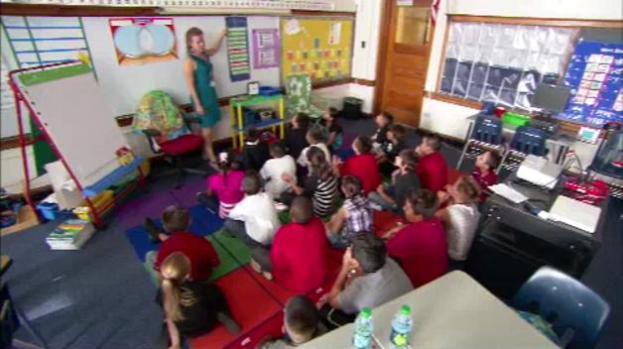 Horarios de trabajo irregulares de padres podrían afectar a sus hijos