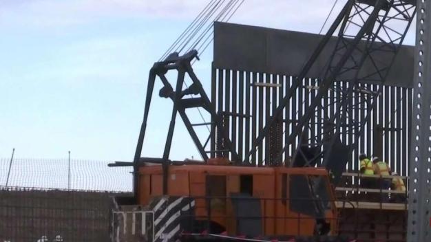Así está luciendo la construcción del muro fronterizo