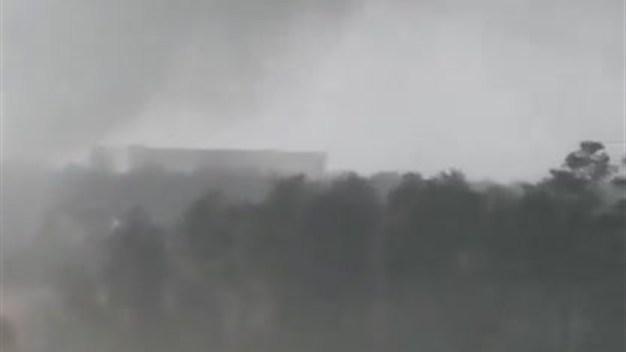 Nubes con forma de embudo hacen presencia en área de Houston