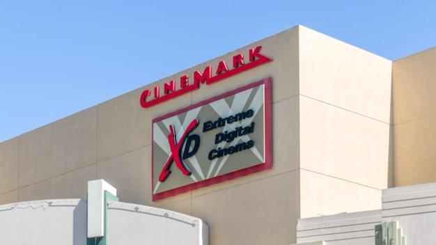 A casi 6 años de masacre, Cinemark prohibirá bolsos grandes