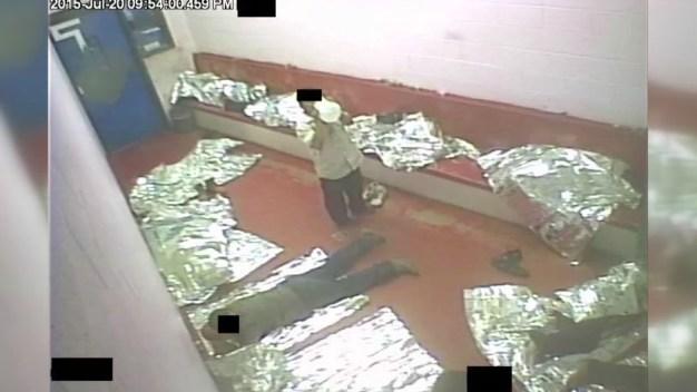 """Las """"hieleras"""": las celdas donde recluyen a indocumentados"""