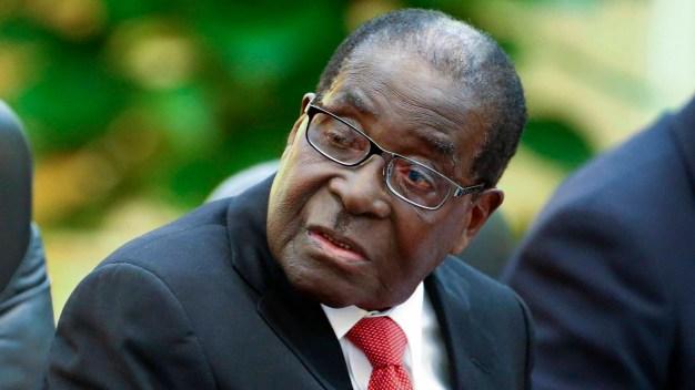 Renuncia Mugabe, el jefe de estado más longevo del mundo