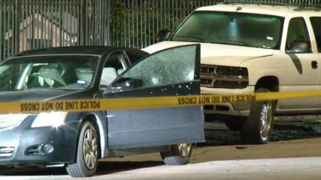 Policía halla a hombre hispano muerto en un vehículo