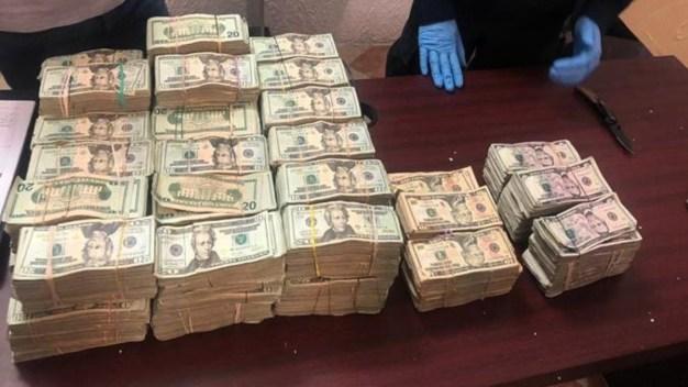 Arrestan en frontera a pareja con más de $1 millón