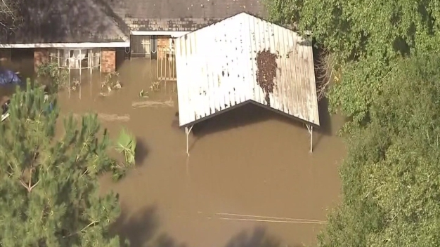 Siguen labores de rescate en New Caney (Texas)