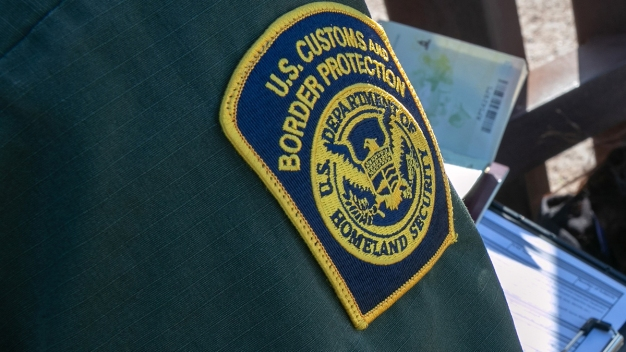 Cada vez hay más agentes fronterizos en hospitales
