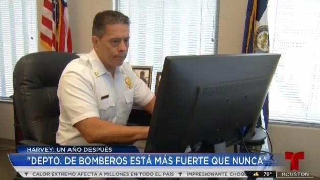 Bomberos de Houston están más fuertes tras Harvey: Peña