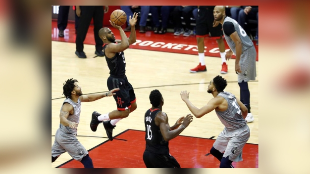 Rockets ganan su primer juego de los playoffs