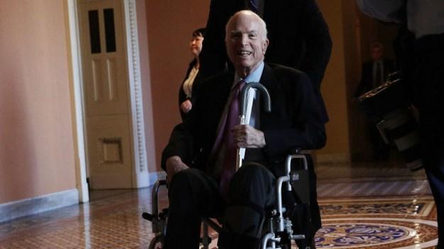 Trump: McCain regresa a su hogar después del tratamiento