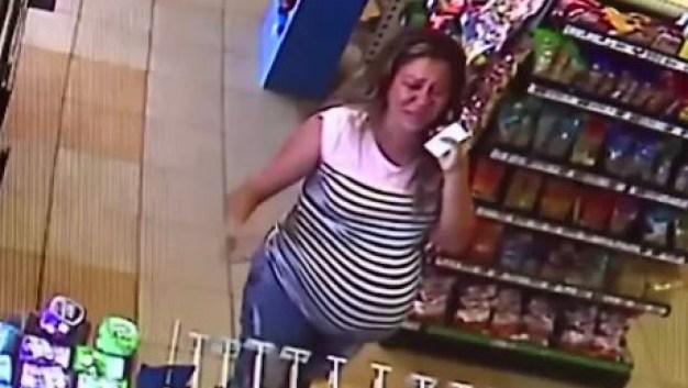 Mujer da a luz sola tras arresto de esposo inmigrante