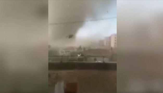 Con furia tornado arremete contra todo, hay heridos