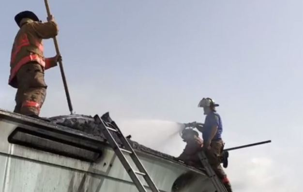 Incendio consume fábrica de muebles