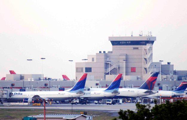 Aeropuerto de Atlanta a oscuras; 824 vuelos cancelados