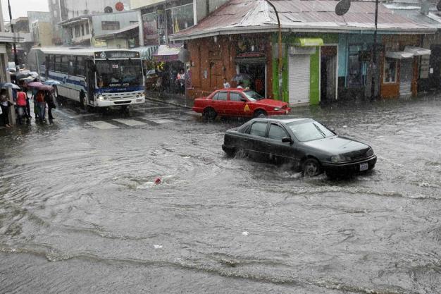 Al menos cinco personas muertas por lluvias en El Salvador