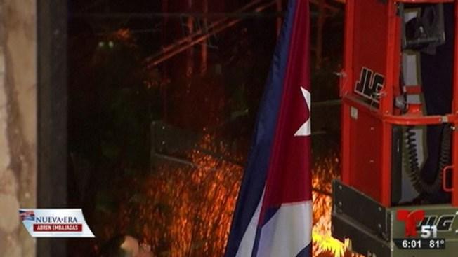 Izan bandera cubana en Departamento de Estado