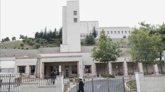 Mujeres atacan consulado de EEUU en Turquía