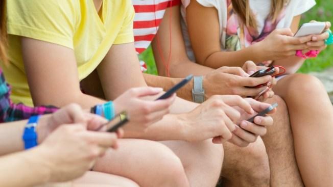 Textear podría afectar a tus hijos en la escuela